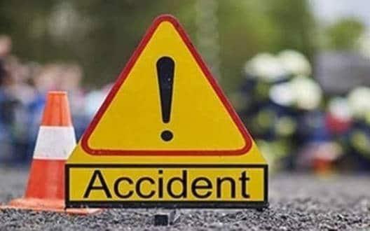 सड़क दुर्घटना में ४ घायल