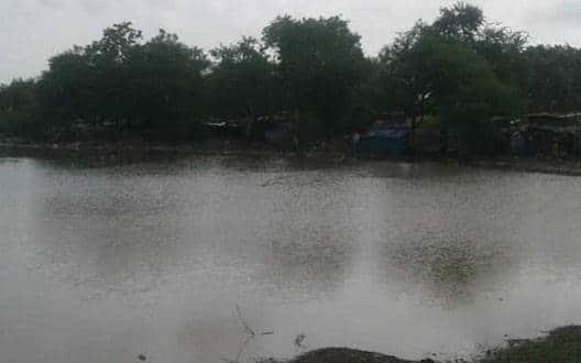 नालों में बाढ़, सड़कों पर पानी जमा