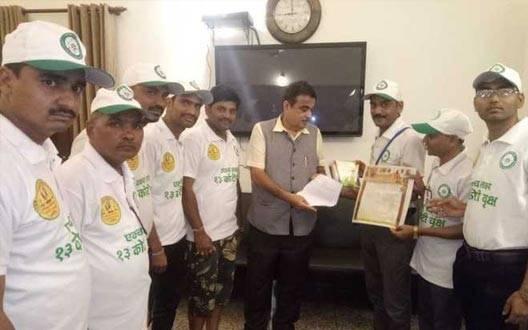हरिद्वार जा रही तरुण क्रांति यात्रा दिल्ली पहुंची,  केंद्रीय मंत्री गडकरी ने किया स्वागत