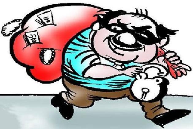 अज्ञात चोर ने गाड़ी से चुराए सवा लाख के सामान