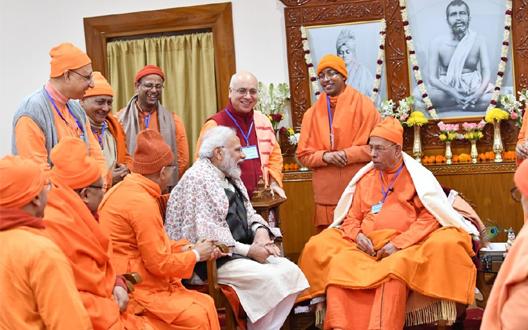 पश्चिम बंगाल में पीएम का आजदूसरा दिन, सुबह सुबह कि बेलूर मठ में साधु-संतों से मुलाकात