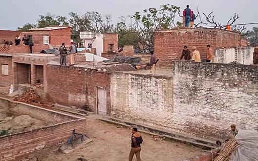 उत्तर प्रदेश: सिरफिरे ने जन्मदिन के बहाने 20 बच्चों को बनाया बंधक, पुलिस पर गोलीबारी