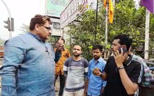 सत्ता के मद में मजदूरों को पीटते दिखे नवाब मालिक के भाई, देखें वीडियो