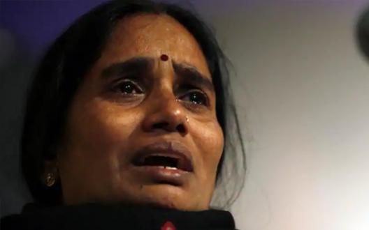 मेरी बच्ची की मौत के साथ खिलवाड़, सरकार नेबनाया मोहरा: निर्भया की माँ