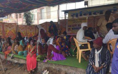 जल समस्या पर ग्रामीणों का धरना प्रदर्शन