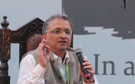 वायनाड में राहुल का चुनाव एक गलती, मोदी के सामने कोई भविष्य नहीं:रामचंद्र गुहा