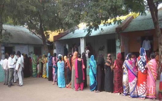 वाशिम के 461 उम्मीदवारों का भाग्य ईवीएम में बंद