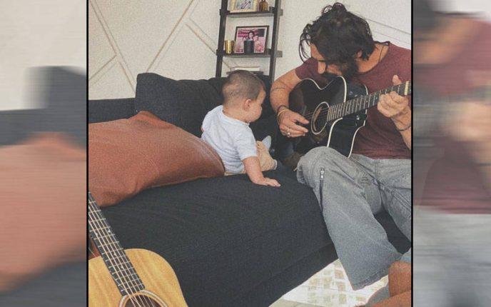 बेटेअरिकको गिटार सीखा रहे है अर्जुन रामपाल, देखे फोटो
