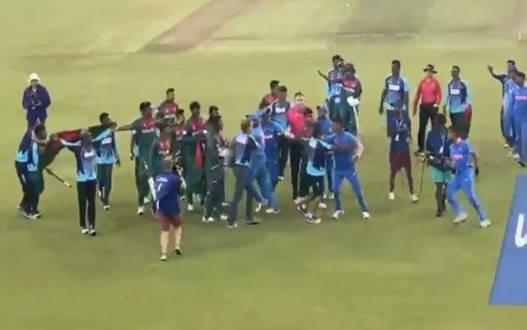 अंडर-19 वर्ल्ड कप का खिताब जीतते ही आपस में भिड़े  बांग्लादेशी और भारतीय खिलाड़ी, वीडियो वायरल