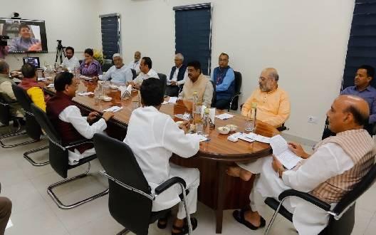 कोरोना वायरस: मौजूदा हालत पर रक्षा मंत्री राजनाथ सिंह के घर उच्चा स्तरीय बैठक शुरू