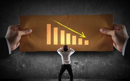 शेयर मार्केट ने तोड़ी सबकी कमर, रोकनी पड़ी ट्रेडिंग