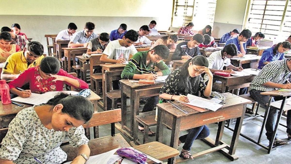 कॉलेज के अंतिम वर्ष के छात्रों की परीक्षा आयोजित नहीं कर सकते, उदय सामंत का UGC को पत्र