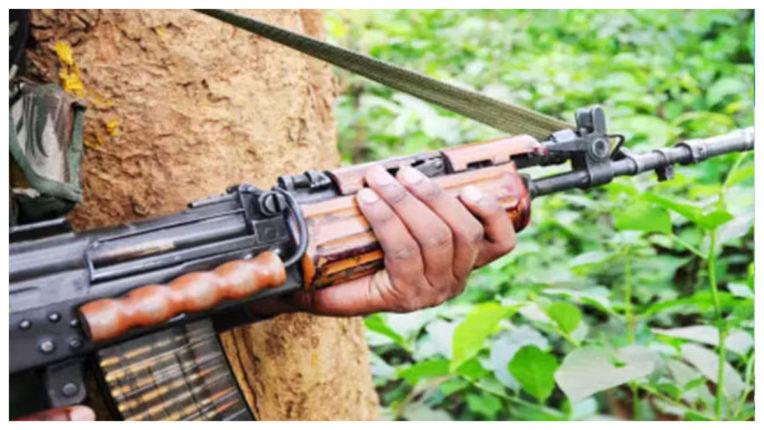 Naxalites killed policeman, parents injured
