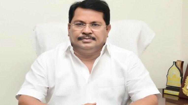 Notice to Minister Vijay Vadettivar in passport application case