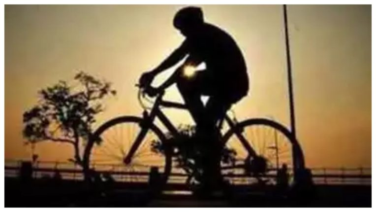 A laborer going from Delhi to Bihar dies by bicycle