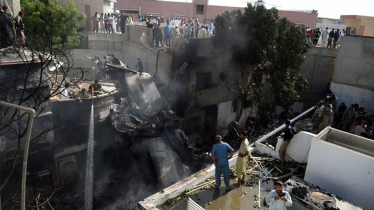Horrific accident in Pakistan: aircraft crashes in residential area of Karachi, 66 dead