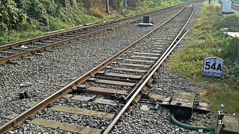 14 migrant laborers killed in Maharashtra by freight train