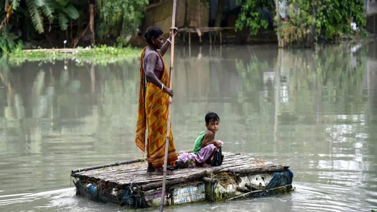 बांग्लादेश में बाढ़ से खतरा बढ़ा, ब्रह्मपुत्र नदी खतरे के निशान से ऊपर, कई गांव डूबे