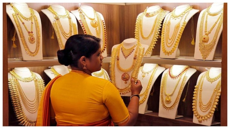 Gold futures rise due to spot demand