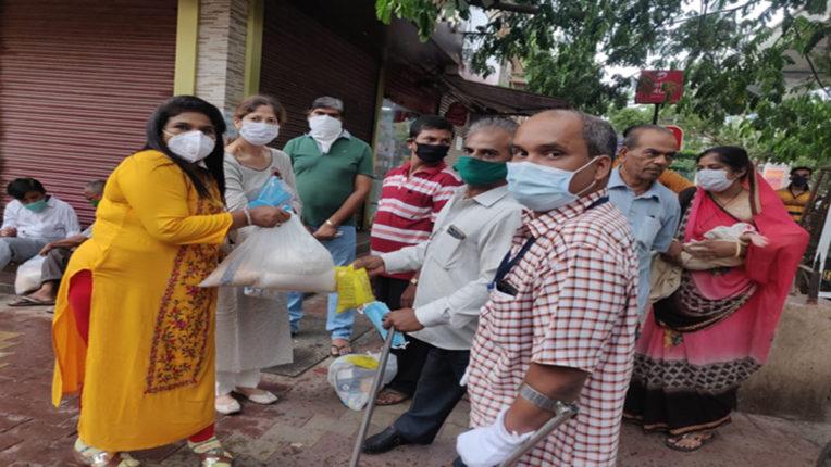 पीएस फाउंडेशन की जनसेवा, विकलांगों को राशन किट, दवा व मास्क वितरित