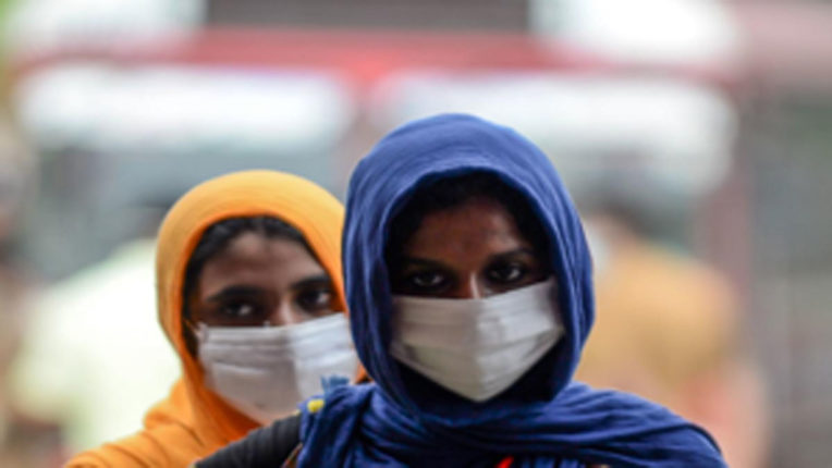 Fines on those who did not apply masks, recovered thousands of rupees