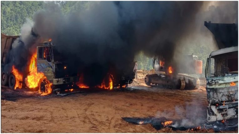 Naxalites set fire to vehicles engaged in road construction