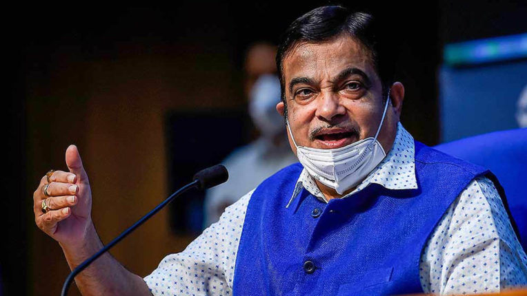 Gadkari opened a front against Munde, requested the smart city related ministries to investigate