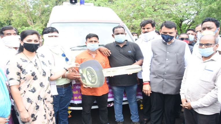 6 ambulances for public service from MP Nidhi, dedicated to former CM Fadnavis