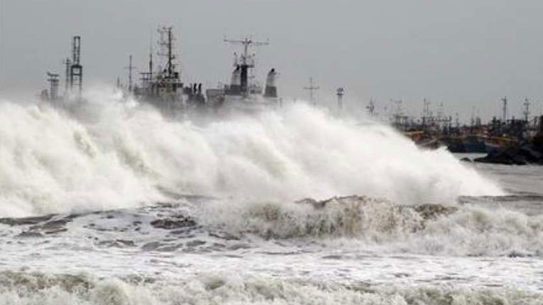 Cyclone 'Nisarg' to arrive in Mumbai this afternoon, changes in route and timing of trains