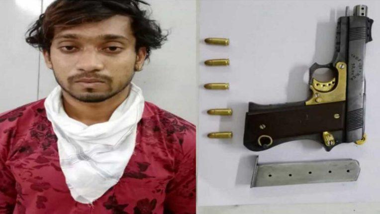 देसी रिवाल्वर के साथ 1 गिरफ्तार