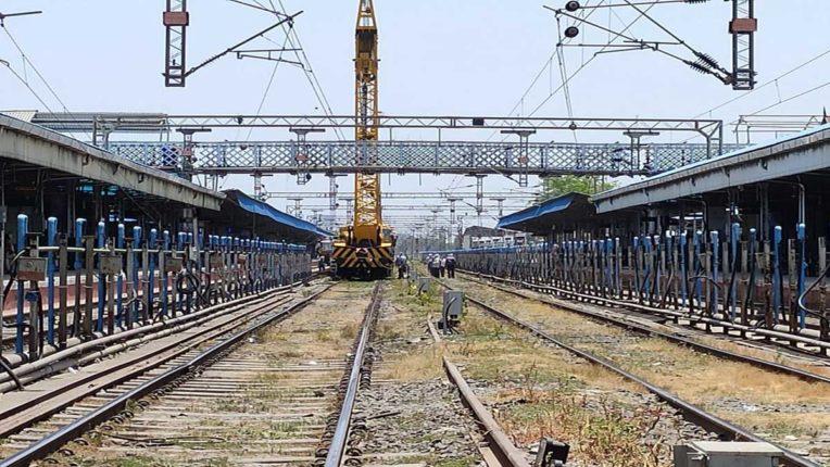 मध्य रेलवे ने लाकडाउन में निपटाए बुनियादी कार्य