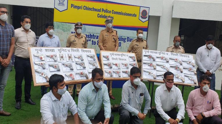 42 पिस्तौल, 66 कारतूस सहित 15 गिरफ्तार,  अवैध असलहों की तस्करी का अंतरराज्यीय रैकेट उजागर