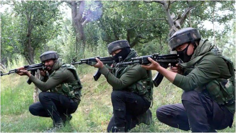 श्रीनगर में सुरक्षा बलों और आतंकियों के बीच मुठभेड़