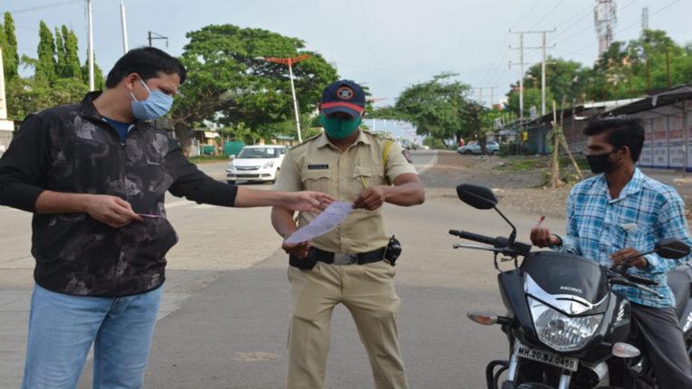 लॉकडाउन में सड़क पर उतरे मनपा आयुक्त