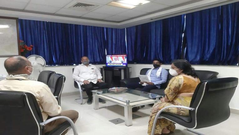 नागरिक समस्याओं पर अधिकारियों के साथ बैठक