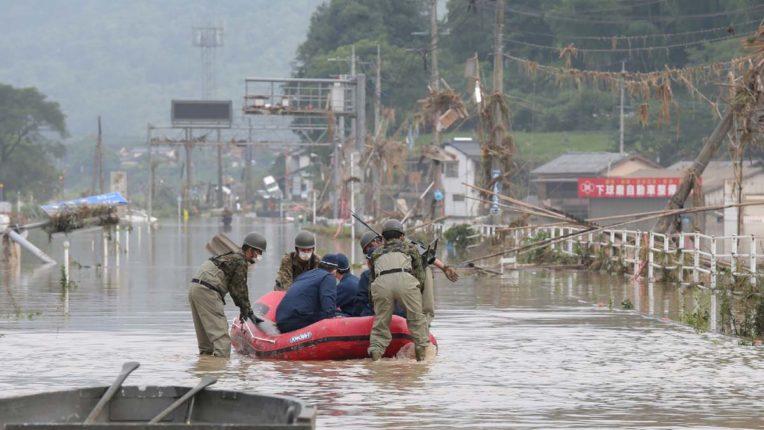 जापान में बाढ़ से मरने वालो की संख्या बढ़कर 50 हुई, दर्जनों लापता