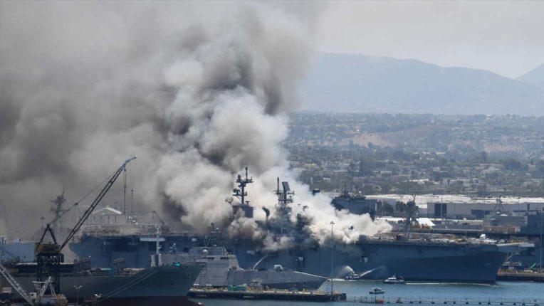 अमेरिकी नौसैन्य अड्डे में पोत पर आग लगने से 21 लोग झुलसे