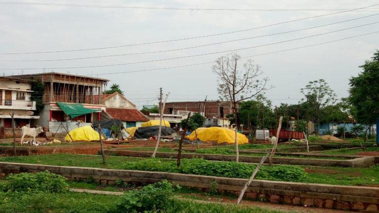साप्ताहिक बाजार की जगह अवैध गोडाऊन का निर्माण