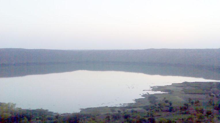 Natural wonders in Lonar, the pink water of the lake turns green again