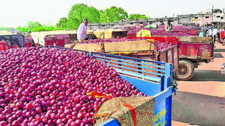 Arrival of red onion increased in Yewala and Andarsul