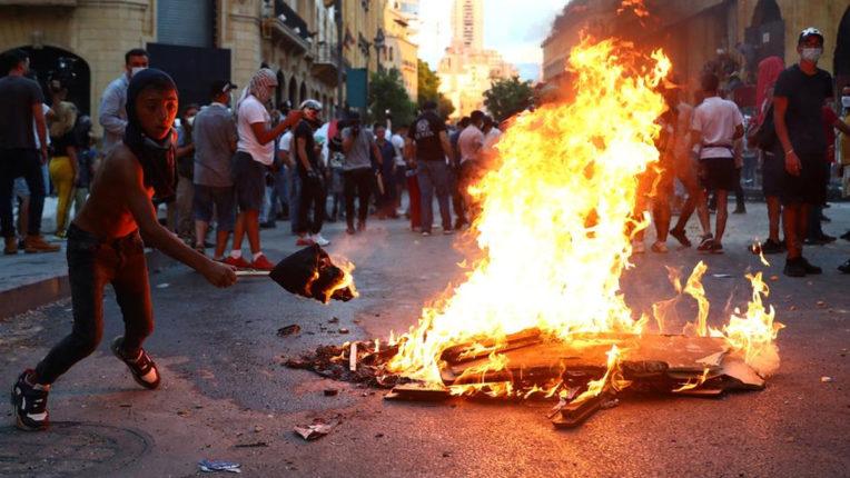 बेरूत धमाके पर सरकार के विरोध में भारी प्रदर्शन