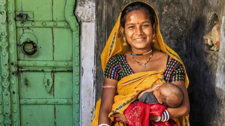 स्तनपान कराने से मां और बच्चे दोनों को होता है लाभ