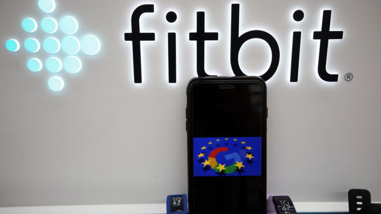गूगल के फिटबिट खरीदने की योजना की जांच करेगा यूरोपीय संघ
