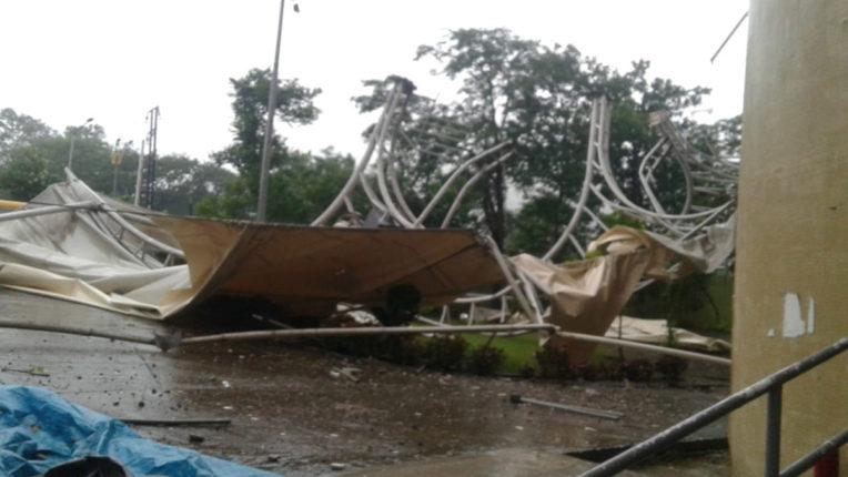मनपा के क्षेत्र में तूफानी बारिश, डीवाई पाटिल स्टेडियम का छज्जा उड़ा