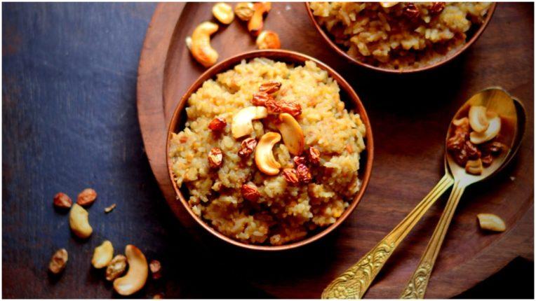 Learn the recipe of South Indian famous dish Sakarai Pongal