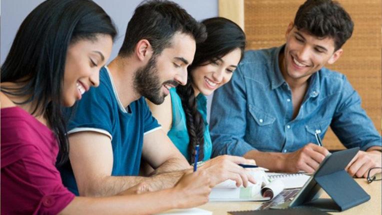 हुनर की कमी के कारण उच्च शिक्षित युवाओं को कम वेतन