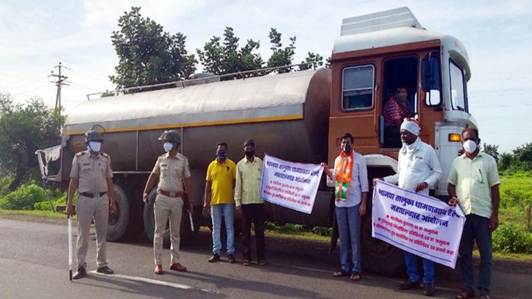 Milk tanker stopped in rural areas- BJP's milk Mahalgar movement