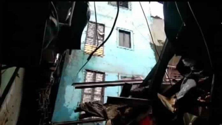चेंबूर में इमारत का हिस्सा गिरा,  1 की मौत, 5 घायल