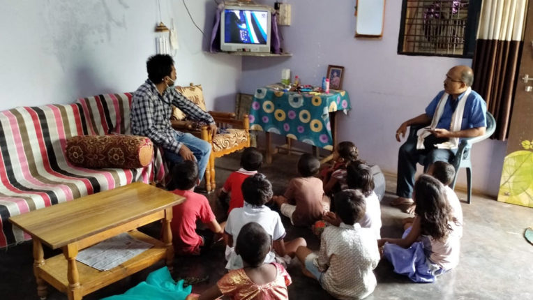 जिले में स्कूलें बंद परंतु शिक्षण शुरू, शिक्षण विभाग का सराहनीय उपक्रम