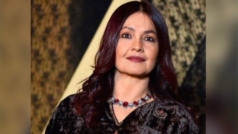 pooja-bhatt-lashes-out-on-troller-who-dislike-sadak-2-trailer